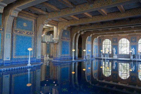 800px-Hearst_Castle_Roman_Pool_September_2012_004